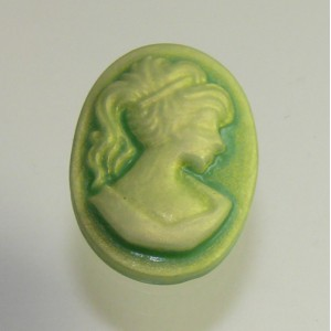 Cabochon rasina camee, verde, 13x18 mm
